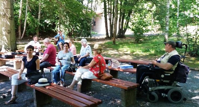 Gesang an der kleinen Bühne im Stadtpark